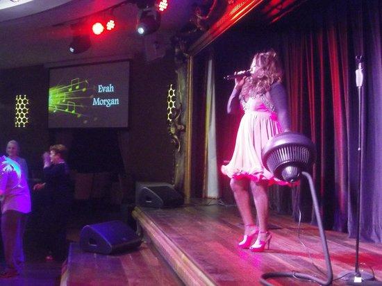 Warner Leisure Hotels Alvaston Hall Hotel: 'Evah Morgan' on stage at Motown/Soul Break @ Alvaston Hall