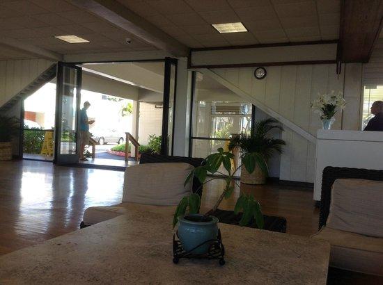 Maui Beach Hotel: Lobby