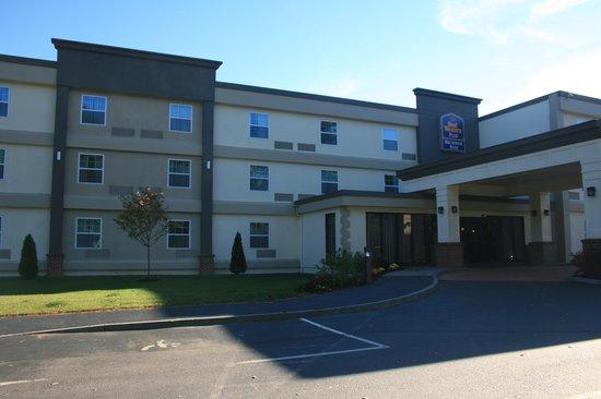 BEST WESTERN PLUS Brunswick Inn & Suites: Exterior of hotel