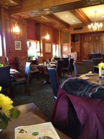 Tavern on the Green: Warm and inviting dinning area