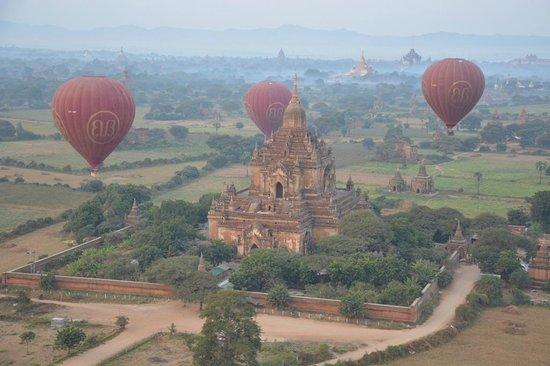 Amazing Bagan Resort: Balloons over Bagan