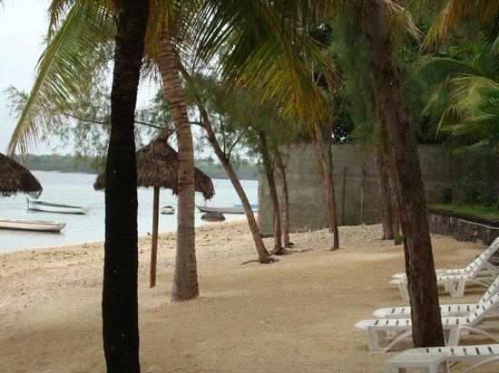 Cocotiers Seaside Boutik Hotel: plage vue de broite