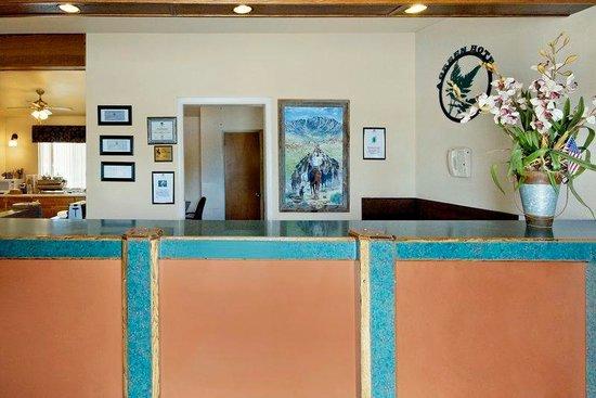 Americas Best Value Inn Powell: Front Desk