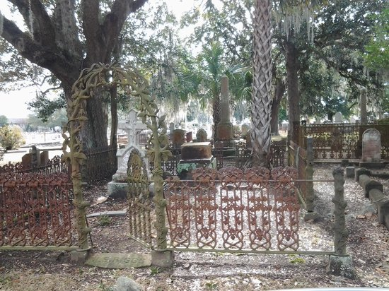 Magnolia Cemetery: Welcome to eternal life...