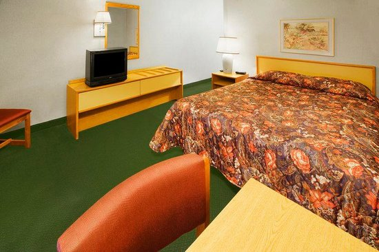 Americas Best Value Inn: Queen Room