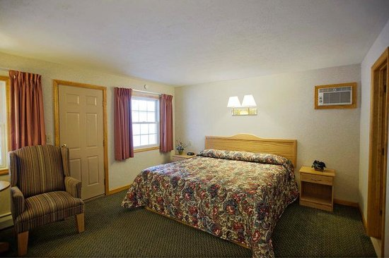 Americas Best Value Inn Lake George: King Standard Hotel Room