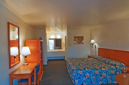 Americas Best Value Inn - Santa Rosa: King Guest Room