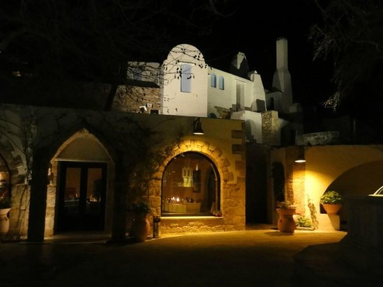 Eleas Gi Restaurant: Outside the restaurant