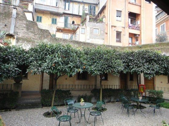 Hotel Santa Maria: 庭院風景