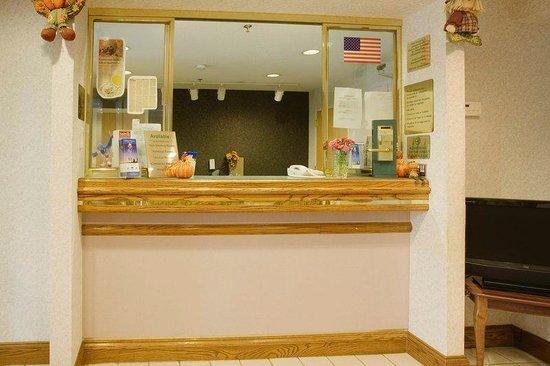 Americas Best Value Inn Franklin/Spring Hill: Front Desk