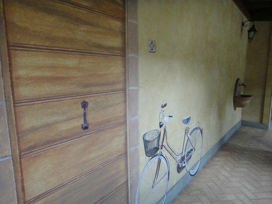 Hotel Santa Maria: 走廊牆壁上的壁畫