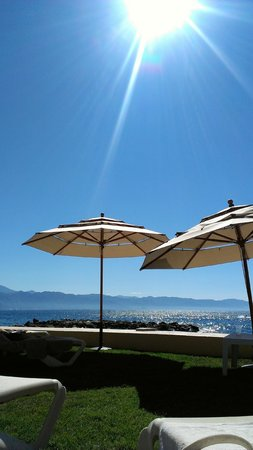 The Westin Resort & Spa Puerto Vallarta: Grassy Cabana area by the beach bar