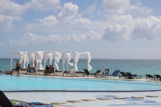 Viva Wyndham Dominicus Palace: piscine a debordement
