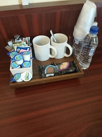 Rennie Mackintosh Station Hotel: Great selection of coffee tea and even bottled water!!!