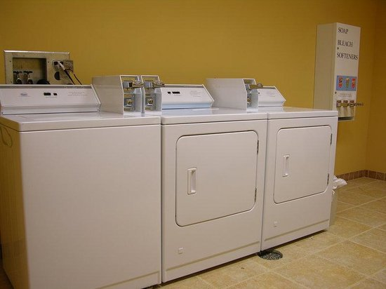 Holiday Inn Express & Suites Rolla: Guest Laundry Facility