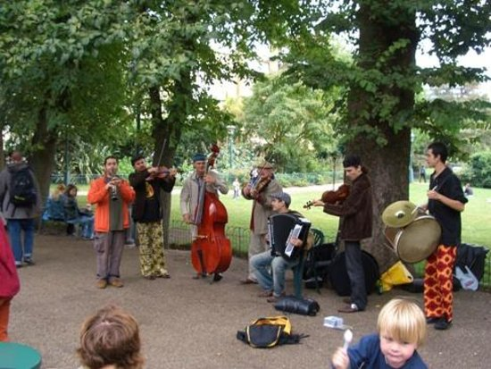 Pavilion Gardens Cafe: Large Band performing at the Cafe
