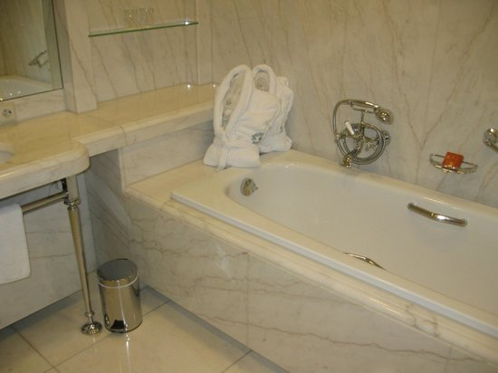 Brenners Park-Hotel & Spa: bathroom