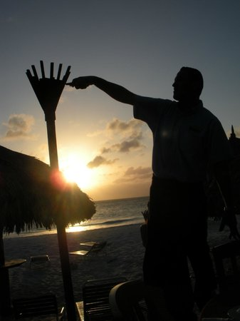 Matthew's Beachside Restaurant : Lighting the tiki torches at sunset