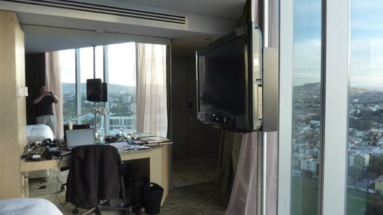 The Westin Guadalajara: Room looking towards desk