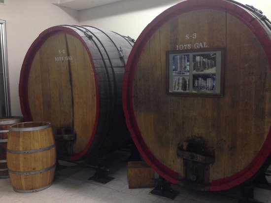 Stone Hill Winery : Wine barrels.