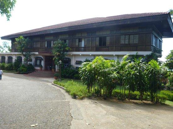 Malacanang Of The North: Facade