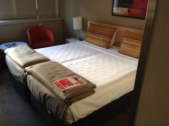 Travelodge Hotel Sydney Wynyard: Bed