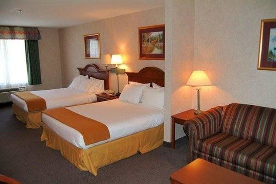 Holiday Inn Express Hotel & Suites Brevard: Two Double Queen Suite