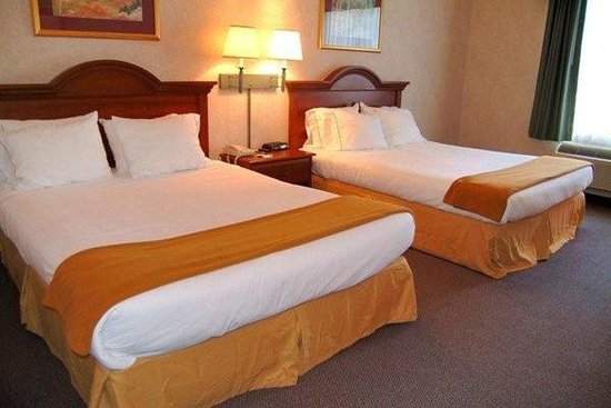Double Queen Bed : Double Queen Bed Guest Room - Picture of Holiday Inn Express Hotel ...