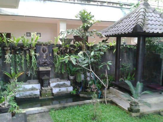 Gerhana Sari 2 Bungalows: Little garden