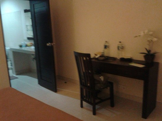 Gerhana Sari 2 Hotel: Room upstairs
