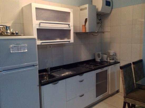 Hotel Aquamarina Suites THe Senses Collection : la cocina