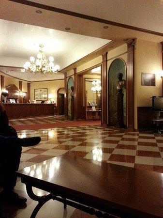 Leonardo Hotel Milan City Center : The lobby