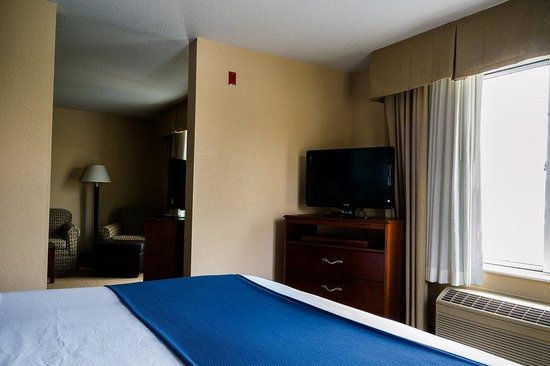 Holiday Inn Express Acme-Traverse City: King Tower Suite Bed Room