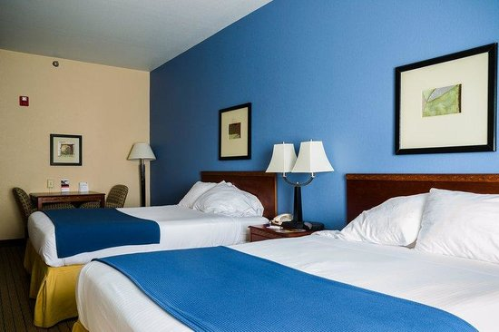Holiday Inn Express Acme-Traverse City: Accessible Queen Bed Guest Room with Roll in Shower