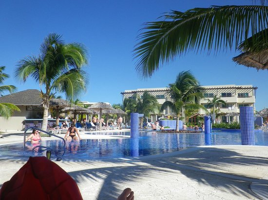 Piscine adulte enfant picture of hotel cayo santa maria for Piscine gonflable adulte