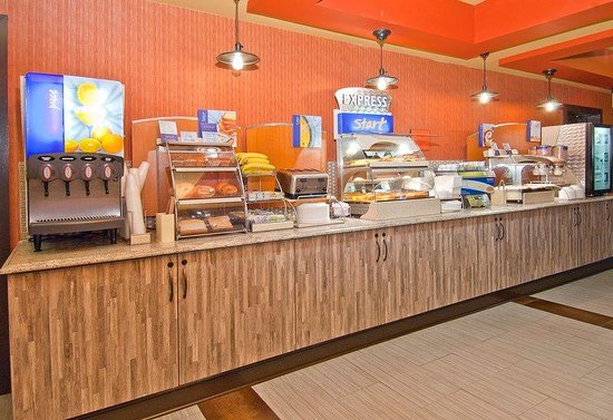 Holiday Inn Express Olive Branch : Breakfast Area
