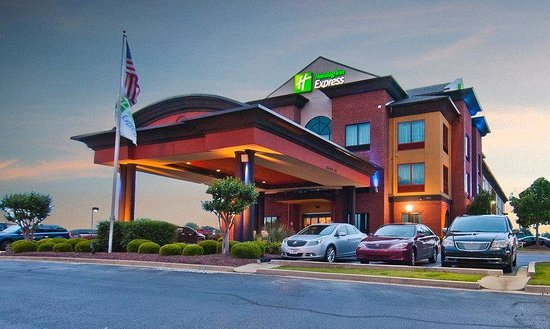 Holiday Inn Express Olive Branch : Hotel Exterior