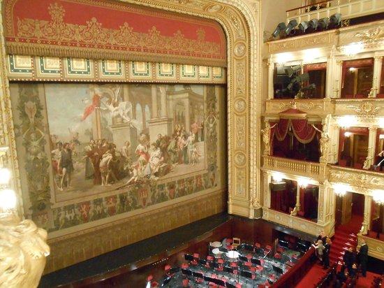National Theater : 国民劇場、劇間