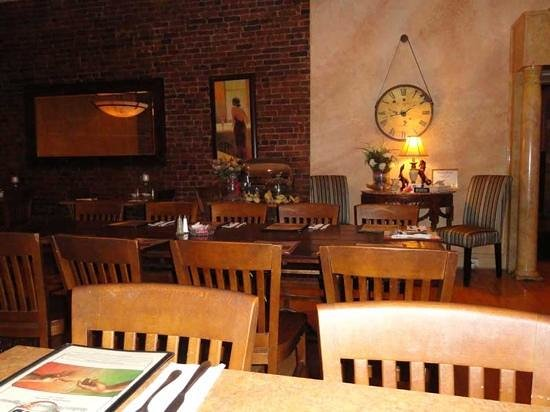 Ezio's Italian Restaurant: Newly remodeled dining room