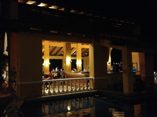Allegro Papagayo: pool bar