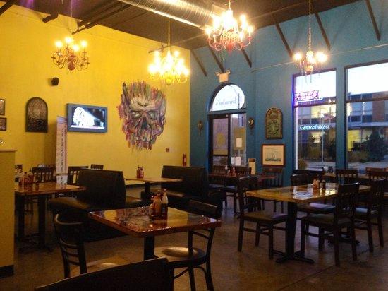 J Gumbo's: Dining room