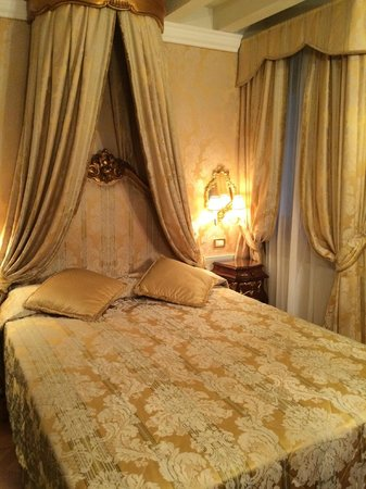 Venetian Style venetian style room! - picture of hotel canal grande, venice
