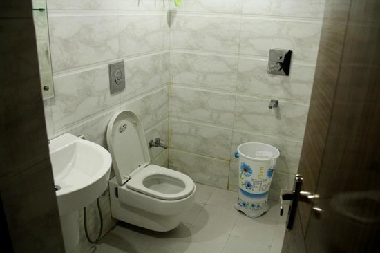 FabHotel Mohan International Paharganj: Bathroom