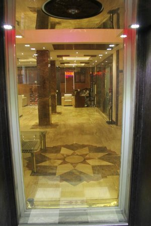 FabHotel Paharganj: View from Elevator at the Ground Floor