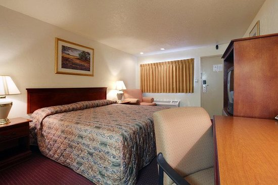 Americas Best Value Inn Oklahoma City/I-35 South: One King