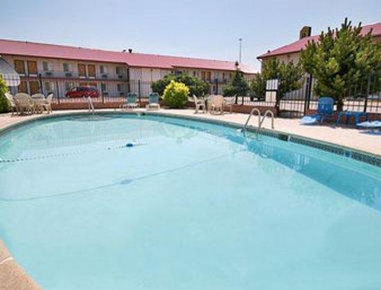 Super 8 Denver Central : Pool