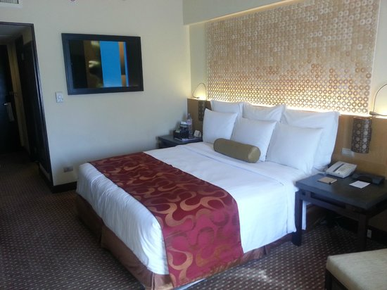 Cebu City Marriott Hotel : The big bed