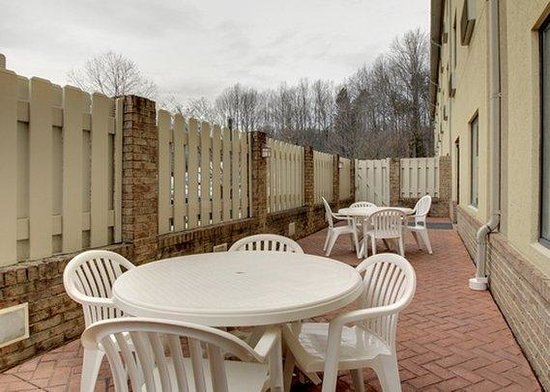 Sleep Inn & Suites Monticello: VAVAPatio