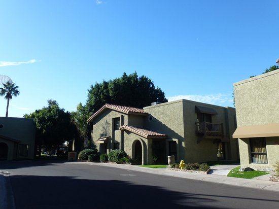 Pointe Hilton Squaw Peak Resort: Casitas from street