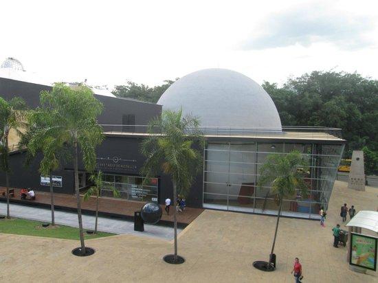 Planetario de Medellín: Vista lateral del Planetario